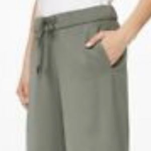 Lululemon On The Fly 7/8 pants olive green 10